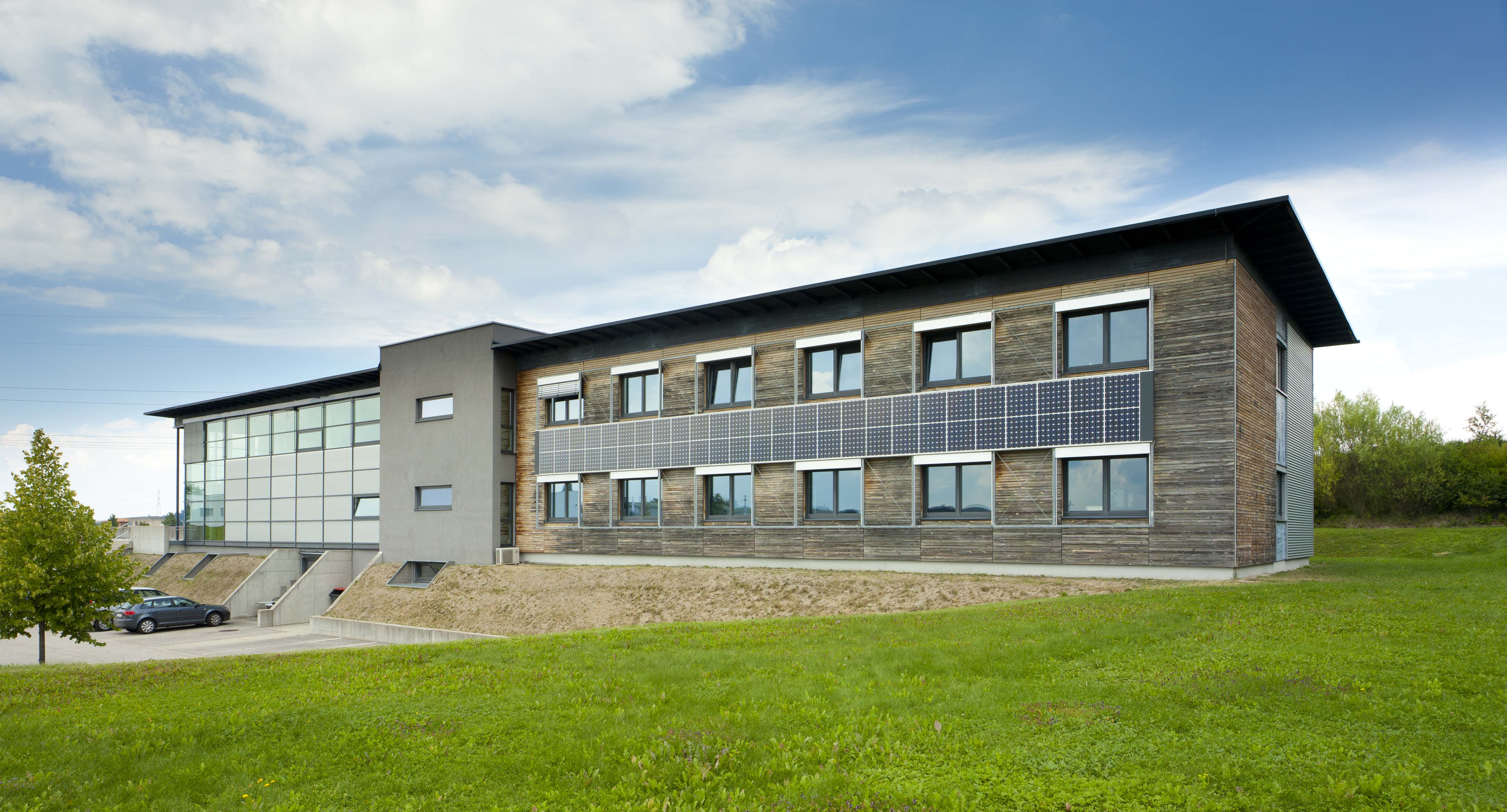 Building integrated photovoltaics within a Sapa Building System project 1