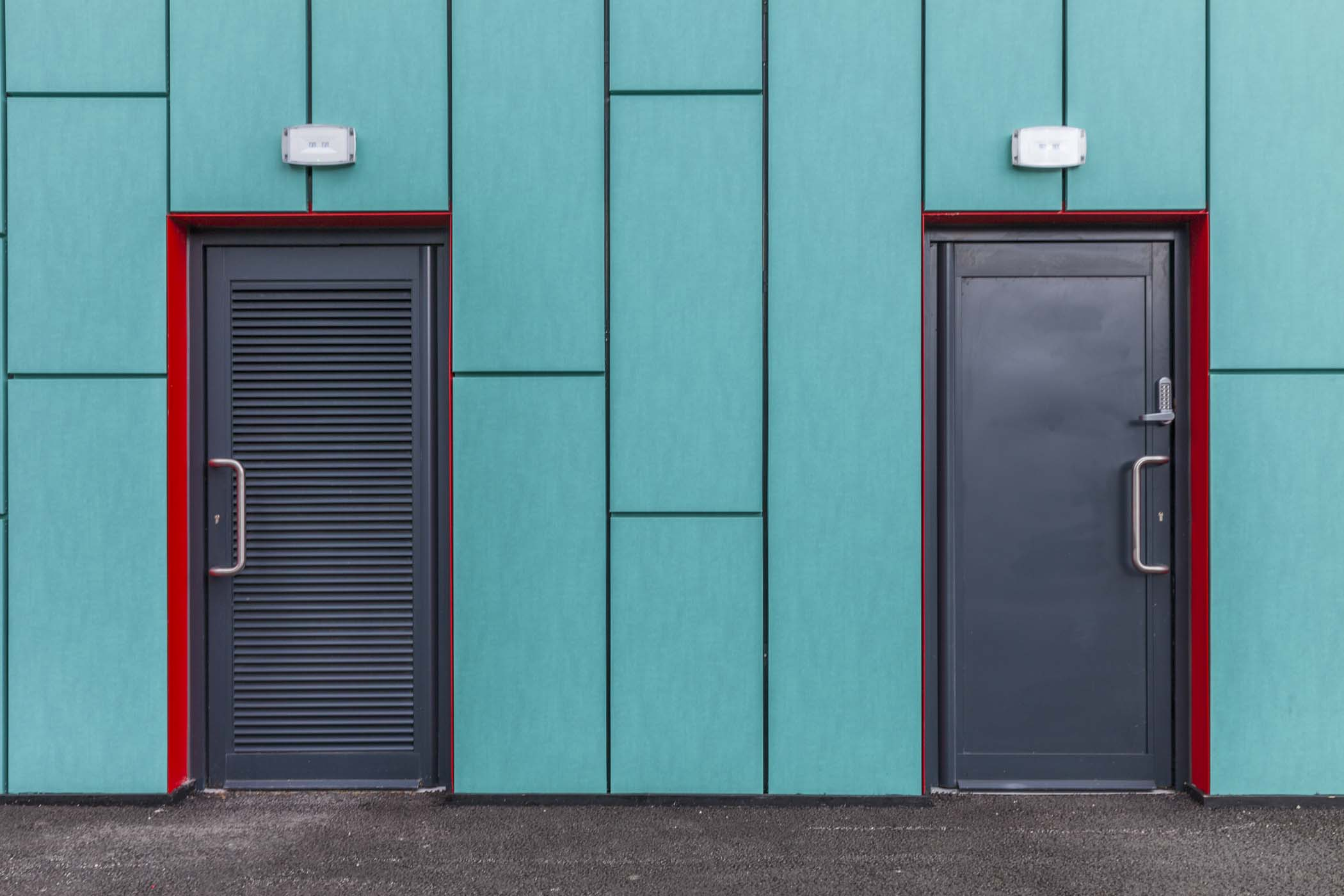 Different applications for the STII aluminium door from Sapa & STII
